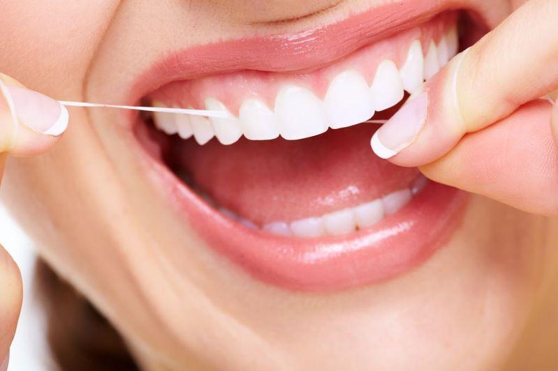 ddd93eb12 Como passar fio dental corretamente  Confira 8 dicas! - Togni ...